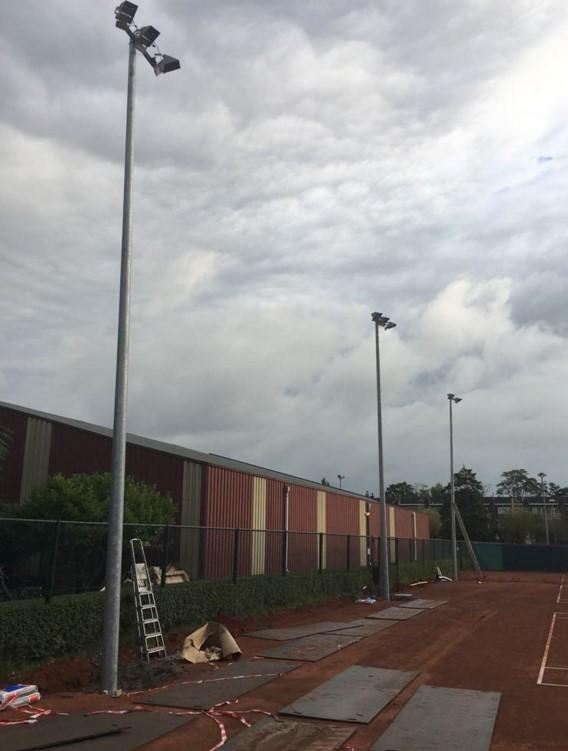 Led sportveld verlichten led lampen partner for Watt verlichting den haag